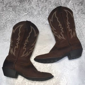 Justin's brown cowboy boots  sz 8.5